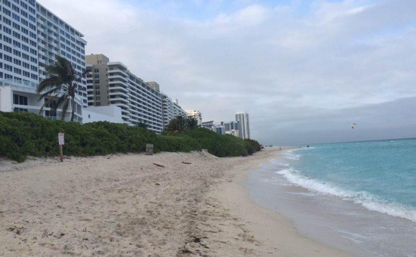 Hospedagem em Miami Beach de frente para o mar, com preço acessível e estacionamento grátis