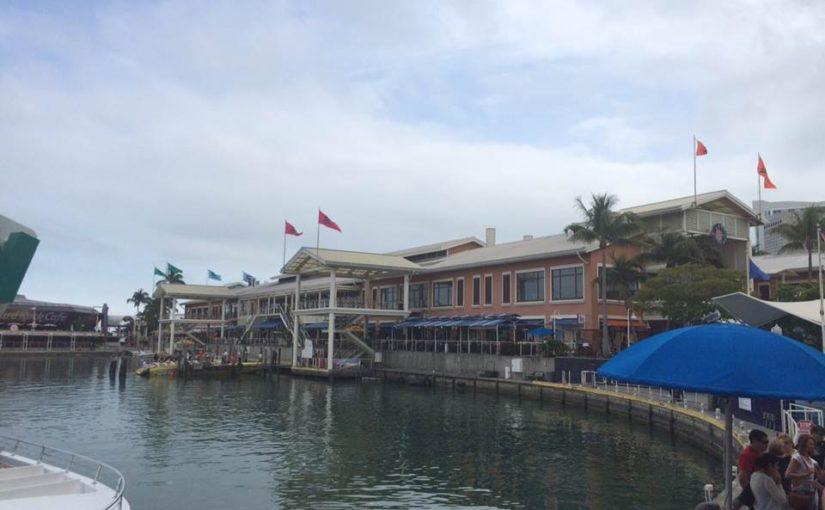 Bayside Marketplace: compras, restaurantes e lazer com vista para a Biscayne Bay (Miami)