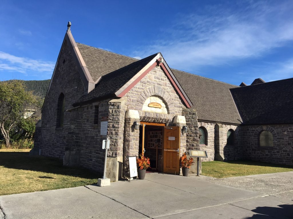 Igreja super fofa no centro de Banff