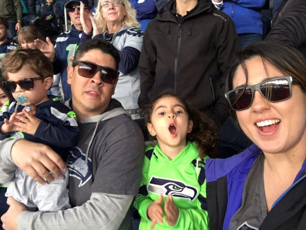 Família Pezinho na Estrada no Century Link Field, Casa dos Seahawks