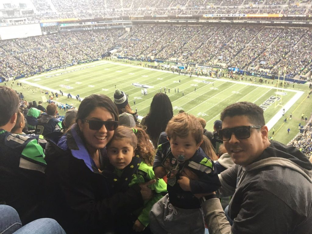 Família Pezinho na Estrada no Century Link Field, Casa dos Seahawks2